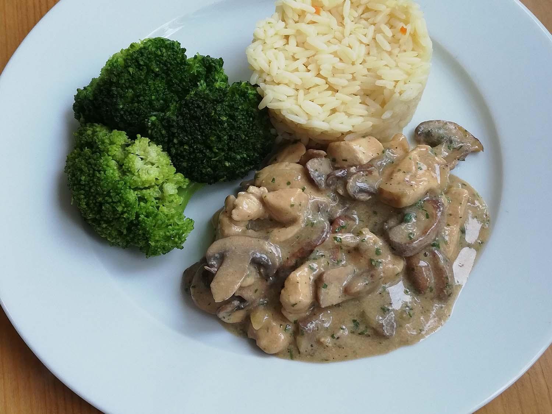 Hähnchengeschnetzeltes mit Brokkoli und Reis
