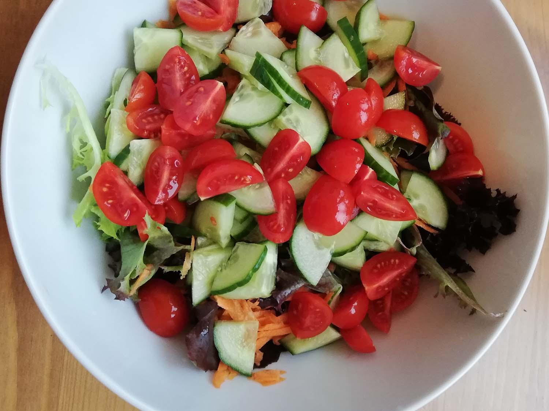 Pellkartoffeln mit Kräuterquark und Salat6
